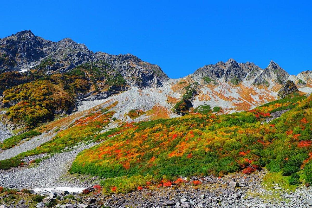おはようございます。現在の天候は雨で視界があまりありません。 画像は9/23の涸沢の紅葉の様子です。 穂高涸沢付近の紅葉は見頃になっています。 http://t.co/OCpL7o4BSP