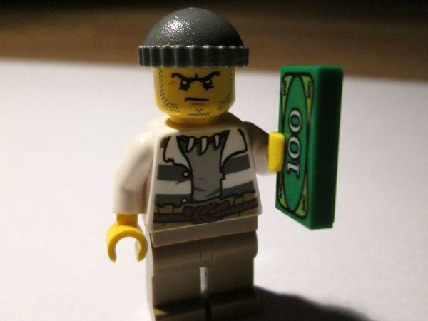 A Harvard employee allegedly stole $80K & used it to buy Legos & Apple products - http://t.co/LGpKS1yNO9
