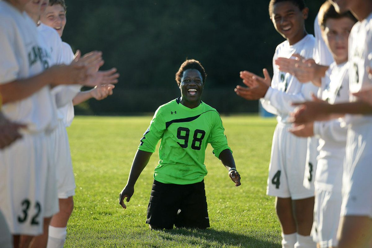Born without lower legs, Congolese soccer player finds a home at Blackhawk http://t.co/5pQ1t3GJht http://t.co/BhSAnrCdUA