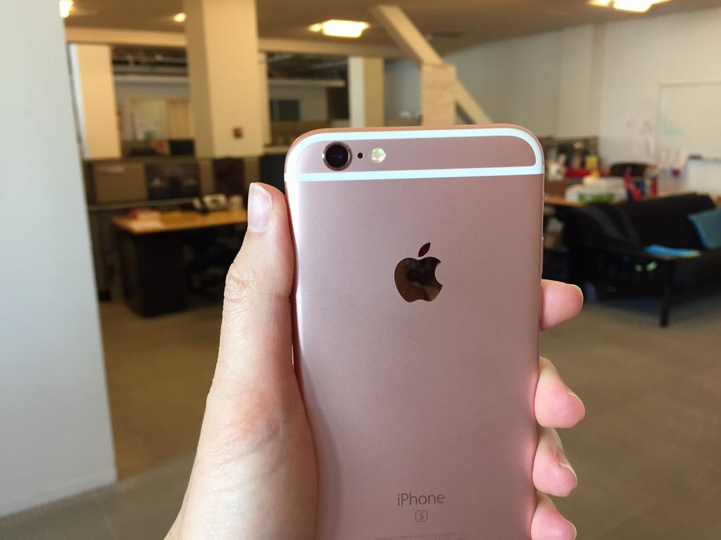 "Oh, hello, rose gold iPhone 6S. You are more ""rose"" than ""gold"". @CNET http://t.co/LqnftbgVh7"