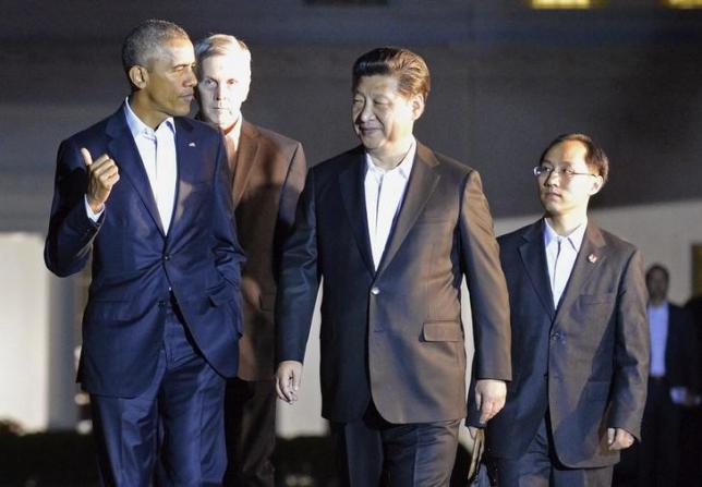 これが中国国内で問題視されている写真。理由分かる?それぞれ通訳同伴なんだけど中国人通訳が小さいので、対等な大国関係に見えない、だと。そんなことがSNSに溢れる国柄なんだよ。。。。 http://t.co/SRs7BY9sEi