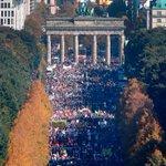 Cerca de 250 000 personas protestan en contra del #TPP en #Berlín http://t.co/ckwU2vfYtb http://t.co/O8qJdoikUP