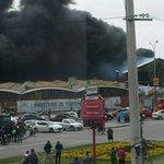 AHORA. Incendio y explosiones en automotora en Avda. Italia y Propios. FOTOS Y VIDEOS. http://t.co/8JnpXS6Gum http://t.co/veaIcCROdS