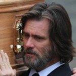 Jim Carrey carrega caixão durante enterro da ex-namorada http://t.co/2CsMLDWqlR #G1 http://t.co/9PYd4NjWDd