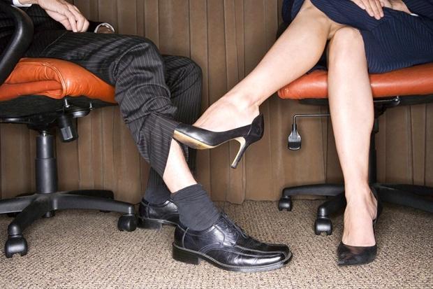 tselovat-obuv-studentok
