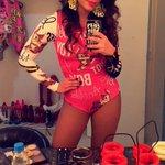 Anitta pronta para o primeiro show do dia! #AssisteClipeBANGAnitta http://t.co/KDoX1R9Die