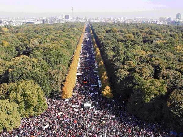 250,000 people on the streets against TTIP in Berlin today. AMAZING!!! #noTTIP http://t.co/W2LqLnteIS http://t.co/hAPJmZvomd