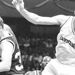 Hoy, partidazo, a las 21:00H. Real Madrid vs. Boston Celtics: un partido de mitos http://t.co/uQd42CJdZo http://t.co/E97ILs5MR8