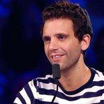 Mika è come quelle professoresse che ti mettono 4 allinterrogazione, ma col sorriso. #XF9 http://t.co/VOVLtfJ4Fx