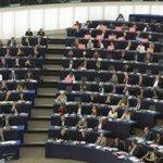 El Parlamento Europeo pide que los bancos no desahucien a familias de su única vivienda http://t.co/1vGlXaPz0C http://t.co/OsFWlMpX1R