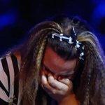 Ma sta piangendo perché è emozionata o perché Mika le ha dato della 75enne? #XF9 http://t.co/pQtRIHg3QU