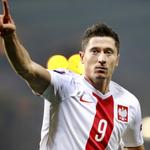 Ses 4 derniers matchs avec la Pologne: ⚽⚽⚽⚽⚽⚽⚽⚽ 8 BUTS Ses 4 derniers matchs avec le Bayern: ⚽⚽⚽⚽⚽⚽⚽⚽⚽⚽⚽⚽ 12 BUTS http://t.co/Z8Spf9r1BO