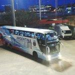 El micro con los jugadores de la Selección Argentina llegó al Estadio Monumental del campeón de América. http://t.co/W277PBRXTr