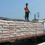 Guardia Nacional decomisó 50 toneladas de leche en el Puente de Maracaibo http://t.co/6Ut6yc84nL http://t.co/sI2Kw2s1yi