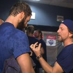 [WATCH] Eddie Vedder teaches @JArrieta34 how to play guitar during #Cubs celebration: http://t.co/lPt5dl8ZHZ http://t.co/cPVG66HVlU