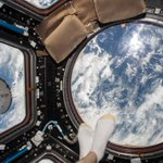 Not your typical feet and beach selfie...@Space_Station http://t.co/LBx24sfv99