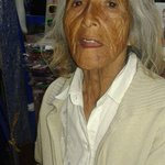 [URGENTE 21:30 #Iquique #AltoHospicio] Encontraron a esta abuelita perdida,favor ubicar a familia para entregarla RT http://t.co/81lgVz9Vdl