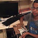 """#المملكة تستضيف الطالب الأمريكي """"أحمد حسن"""" الذي صنع الساعة بناءً على دعوة كريمة من الحكومة لأداء العمرة #السعودية http://t.co/rIQgLN5kAE"""