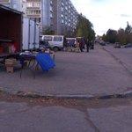 Очередная мини-ярмарка на Ленинского Комсомола, 7 подготавливает товар для продажи http://t.co/5ySJAYxCf6