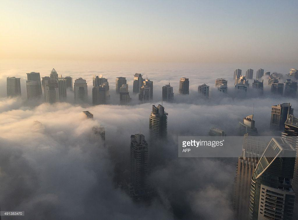 What a skyline to wake up to | Dubai in the morning fog via @AFP http://t.co/mkknyJ9wf7 http://t.co/lnJuOPrPEW