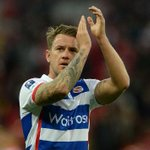 BREAKING NEWS: #BristolCity complete the loan signing of Reading forward Simon Cox. http://t.co/mcRdAD3AFg http://t.co/YBuIsCrtIL