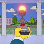 Es oficial. El Gobierno aprueba la tasa al Sol. Toda barbaridad futura ya la contaron Los Simpson. #NosRobanElSol http://t.co/4VtfkHUJoO