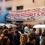 #padova superato il tentativo di blocco della polizia student* @UniPadova arrivano sotto sede #esu! No #nuovoisee http://t.co/7Z1UohkGGw