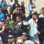 منفذ عملية الطعن بالقدس المحتلة قبل قليل .. اعتقلوه وهو يبتسم الله يحميك يا بطل #الانتفاضة_انطلقت http://t.co/SjFcGpg4jJ