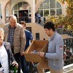 Huzur camii çıkışı cemaatimize tatlı ikramında bulunduk @A_Boynukalin @kurtcanc @mermeroglu06 http://t.co/YB5w6gup96