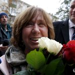 Belarussian writer wins Nobel prize, denounces Russia over Ukraine: http://t.co/wzU9ZmLQxk http://t.co/Mzk8VYhXHI