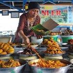 Liburan ke Bukittinggi, Nasi Kapau yang Lezat Sudah Menanti http://t.co/dutkLjBQZD via @detiktravel http://t.co/47uRHo4x1m