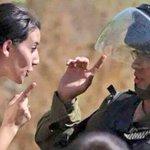 هذا لا يحدث الا في فلسطين .. اخت رجال #الانتفاضة_الثالثة #القدس #انتفاضه_القدس #فلسطين_تقاوم #فلسطين #فلسطين_تنتفض http://t.co/P0AVvcQZwq