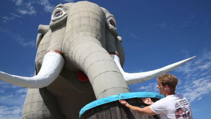 Lucy the Elephant, one of New Jersey's historic landmarks, may have a new hero: @PETA http://t.co/V7cMm6xFXV http://t.co/P3tOiTyFcQ