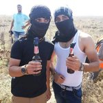 صورة | الشهيد أحمد الهرباوي (يسار) قبل استشهاده بلحظات ويحمل زجاجة حارقة شرق الشجاعية شرق #غزة #الانتفاضه_انطلقت http://t.co/MsaFYJaCMZ