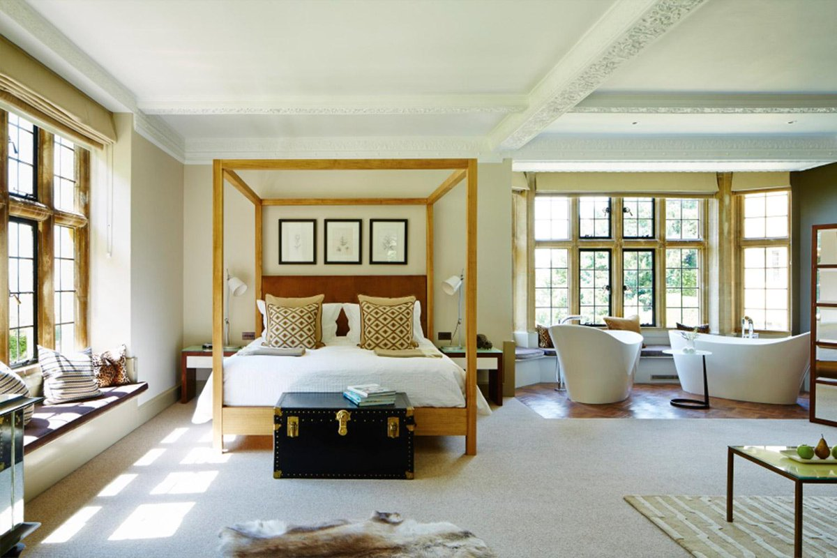 This is the best hotel in Britain right now. FACT. We check in @FoxhillManor http://t.co/n0Jqb3y7mY http://t.co/0ENowkOVN0