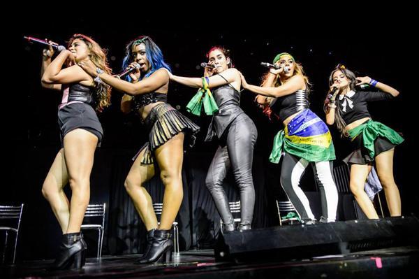 Las Harmonizers recuerdan con mucho cariño la presentación de @FifthHarmony hace un año en Brasil #1YearOf5HInBrazil http://t.co/IJ03jCodci