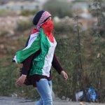 امة ركع حكامها فتصدرت نساؤها للانتفاضة لكي الله يا فلسطين :) الجميلات.....! #فلسطين_تقاوم #فلسطين_تنتفض #Gaza http://t.co/7U3YujOzuI