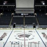 #NHLFaceOff 😍 http://t.co/pfGdeJCmu5