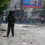 Clashes between Palestinians youths and Israeli soldiers in RasAlJura in #Hebron shortly before.. #intifadaAlAqsa http://t.co/982lpu9GdW
