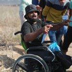 """""""الإعاقة لم تمنعه من الدفاع عن #فلسطين """" #صورة من المواجهات في #غزة #الانتفاضه_الفلسطينيه_الثالثه #فلسطين_تنتفض http://t.co/znxcP1maZE"""