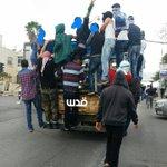 """#صورة: شاحنة تنقل شبان إلى ساحة المواجهات قرب مستوطنة """"بيت ايل"""" شمال #رام_الله قبل قليل. عدسة، هشام أبو شقرة. http://t.co/Pn20lhjwOi"""
