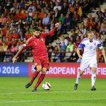 Piqué, Alba, Sergio y Bartra obtienen, con España, la clasificación para la Eurocopa 2016 http://t.co/KtJHE8v4mt http://t.co/jdjcupFhqO