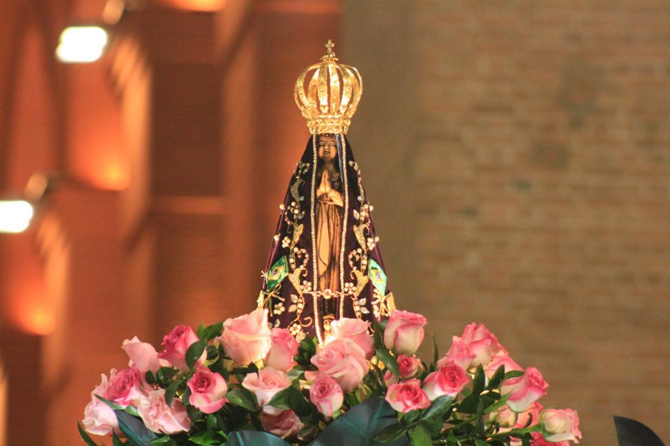 Nossa Senhora Aparecida, rogai por nós! #12deoutubro #NSraAparecida #PadroeiradoBrasil http://t.co/BM8OfjzXdO
