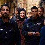 هذه الابتسامات لا يفهمها الذين لا يؤمنون بالمستقبل وبما بعد المستقبل ! #فلسطين_تنتفض http://t.co/25XxD6wNeO