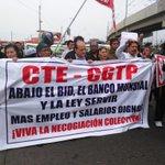 #AlertaNoticias CGTP marcha contra la Ley Servir desde Óvalo Arriola, exigen respaldo del FMI para sus demandas http://t.co/rdYMGjD4Mb