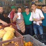 Recorrimos plaza de mercado de Pailitas con candidato Carlos J Toro. Fortalecer el sector agropecuario, mí gran meta http://t.co/1ftwEZehB9