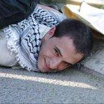 ابتسامة شخص متسق مع نفسه RT @S_AboKarim: الابتسامه دى بتوضح الفرق بين صاحب القضية و صاحب الوِسية #فلسطين_تنتفض http://t.co/ULWkchPfti