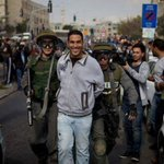 تلك ابتسامة لا يفهم معناها إلا الأحرار، تلك ابتسامة أبطال #فلسطين يعلنون فيها انتصارهم على سجانهم. #فلسطين_تنتفض http://t.co/EMeIeClofQ