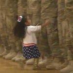 [VIDEO] Niña rompe el protocolo militar para abrazar a su padre http://t.co/52x4pkSdzn http://t.co/8wJODzx56M