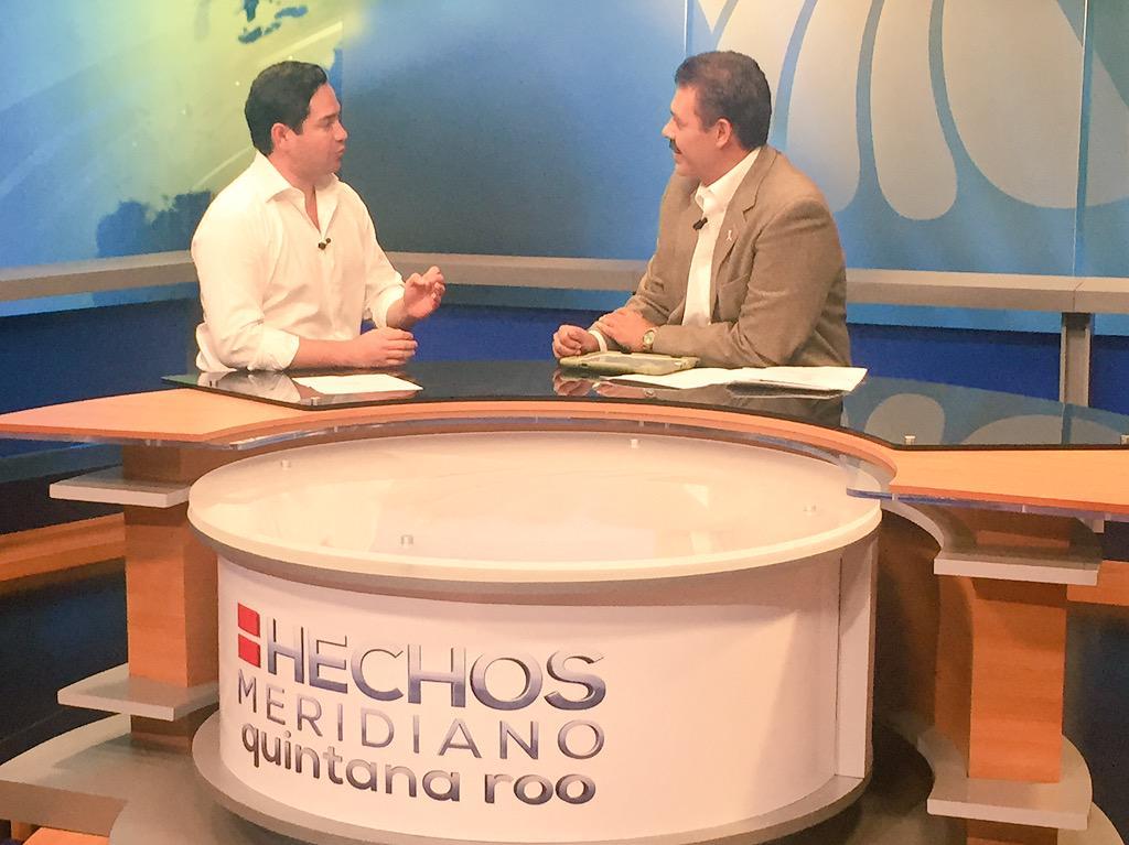 En entrevista en el estudio con @jmartinsamano el Diputado Federal por Quintana Roo @JLToledoM http://t.co/v8UpiShUll